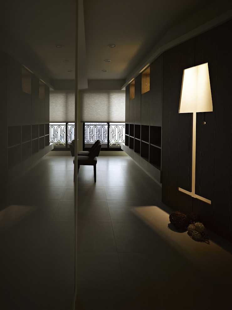 墐桐空間美學 Ingresso, Corridoio & Scale in stile moderno