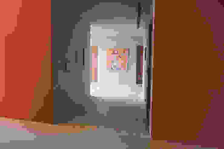 合院之家通廊空間 根據 哈塔阿沃設計 hataarvo design 簡約風