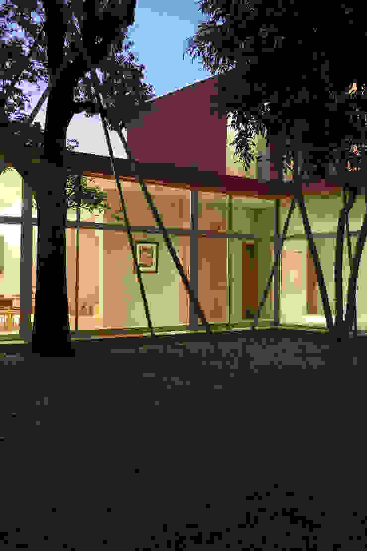 合院之家夜間 根據 哈塔阿沃設計 hataarvo design 簡約風