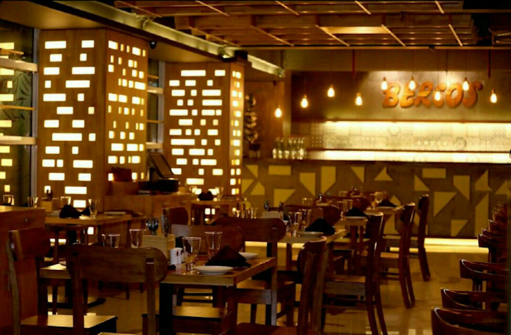 Bercos Commercial Project by Praxis Design & Building Solutions Pvt Ltd Rustic Wood Wood effect