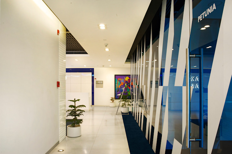 Saxo Bank Commercial Space Project by Praxis Design & Building Solutions Pvt Ltd Modern Concrete