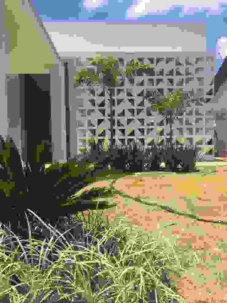 LUIZA BARROS ARQUITETURA E INTERIORES Modern houses