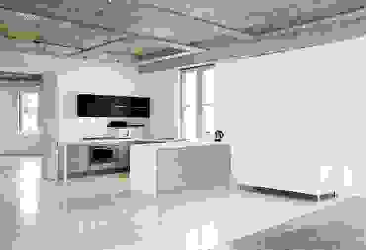 studio 2 kitchen by Till Manecke:Architect Minimalist
