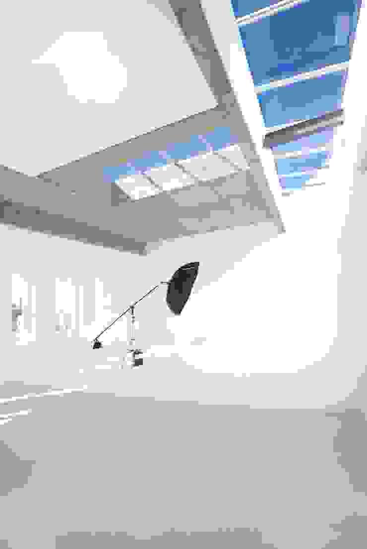 studio 4 skylight by Till Manecke:Architect Minimalist
