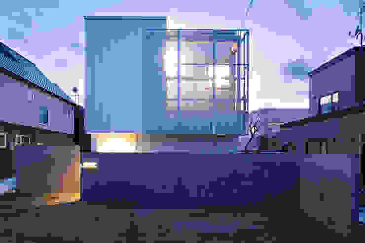 ファサード 一級建築士事務所 Atelier Casa モダンな 家 鉄/鋼 メタリック/シルバー