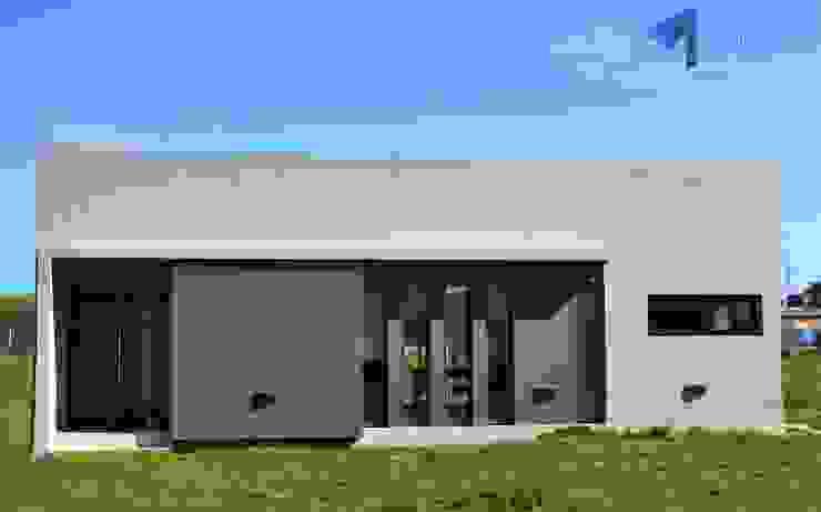 FACHADA FRENTE Casas modernas: Ideas, imágenes y decoración de Estudio Pauloni Arquitectura Moderno