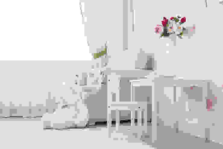 Cuartos infantiles de estilo  por Pegasova design