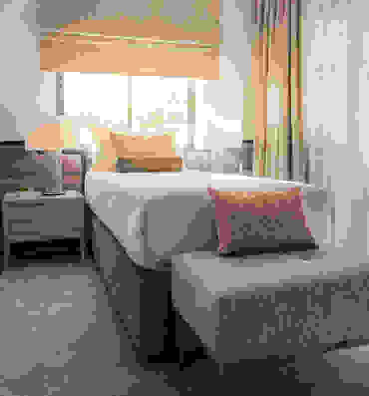 Chambre moderne par FEMMA Interior Design Moderne