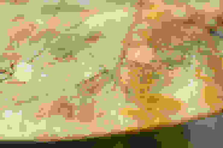 MERVE KAHRAMAN PRODUCTS & INTERIORS غرفة السفرةطاولات رخام Amber/Gold