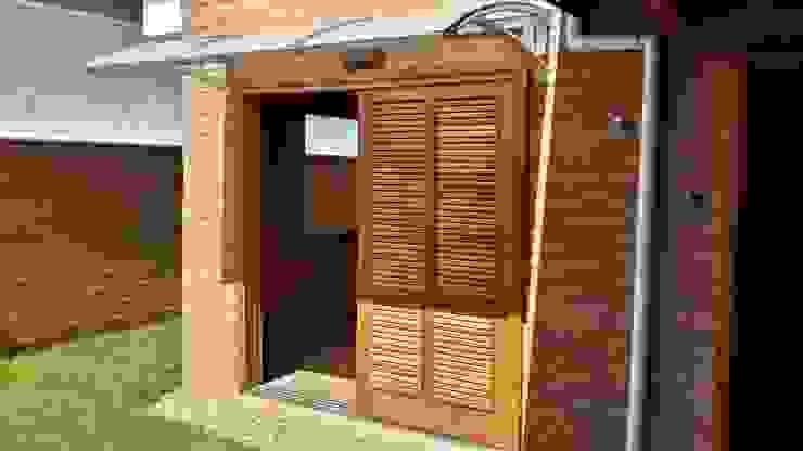 Puertas y ventanas de estilo rústico de EKOa Empreendimentos Sustentáveis Rústico
