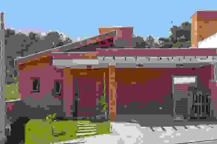Rustic style house by EKOa Empreendimentos Sustentáveis Rustic
