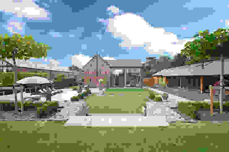 A Garden for Entertaining in:  Garden by Charlesworth Design,