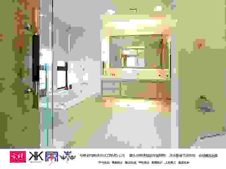 京悅設計 - 豪宅廖公館2 現代浴室設計點子、靈感&圖片 根據 京悅室內裝修設計工程(有)公司|真水空間建築設計居研所 現代風