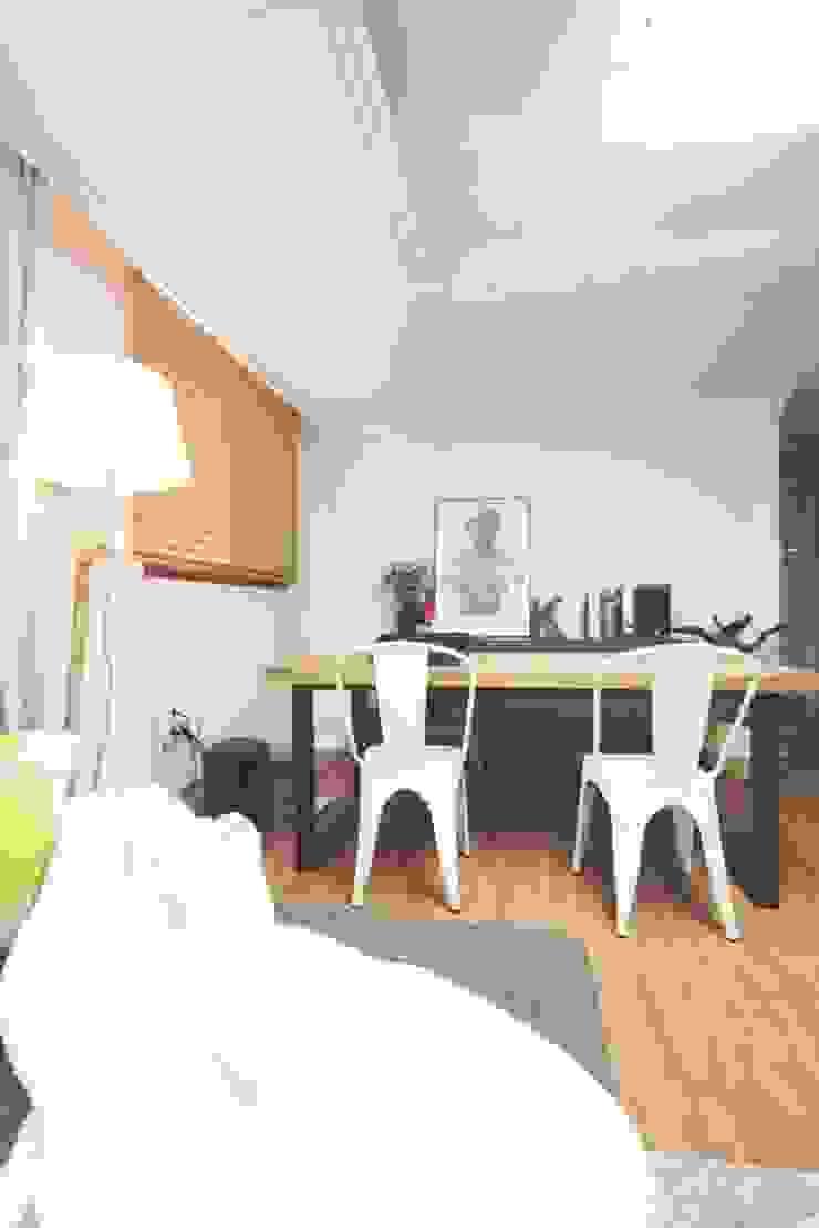 [홈라떼] 삼성동 18평 투룸 빌라 싱글녀 홈스타일링 모던스타일 거실 by homelatte 모던