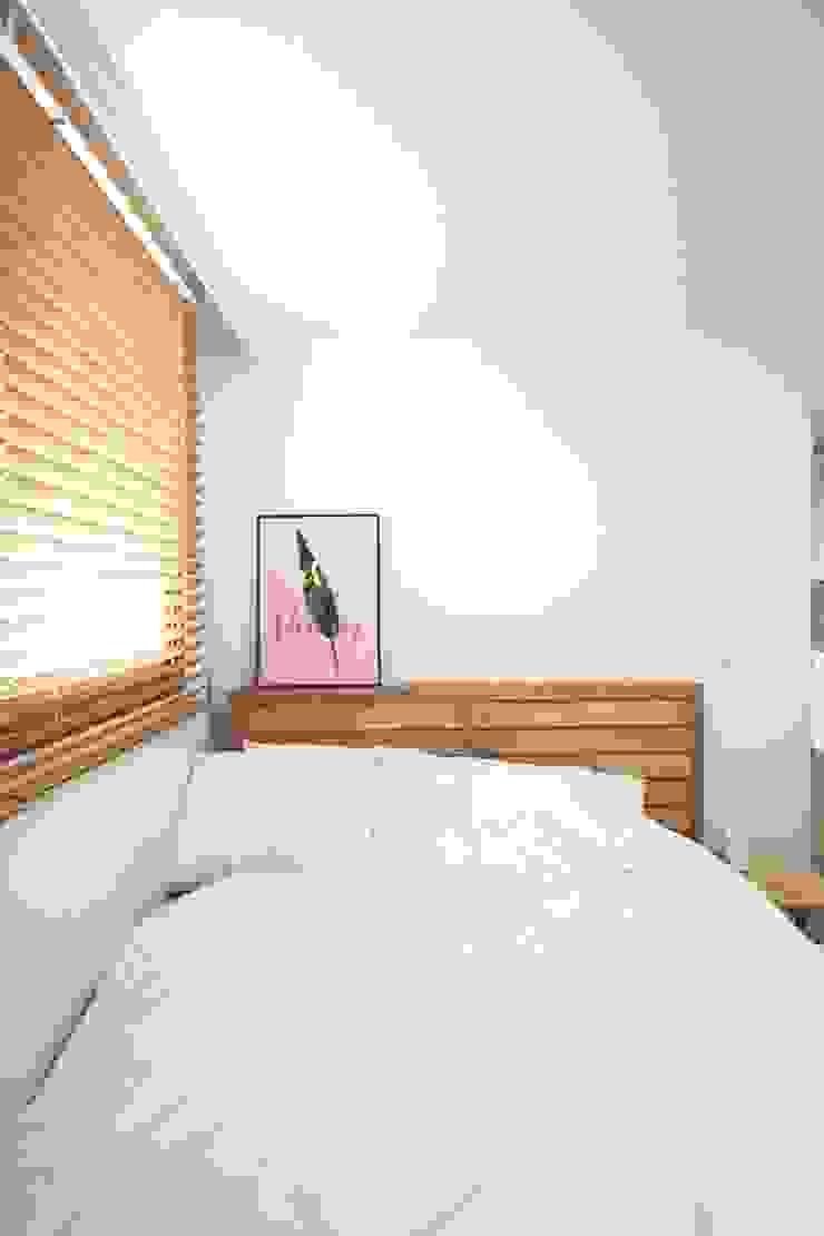 [홈라떼] 삼성동 18평 투룸 빌라 싱글녀 홈스타일링 모던스타일 침실 by homelatte 모던