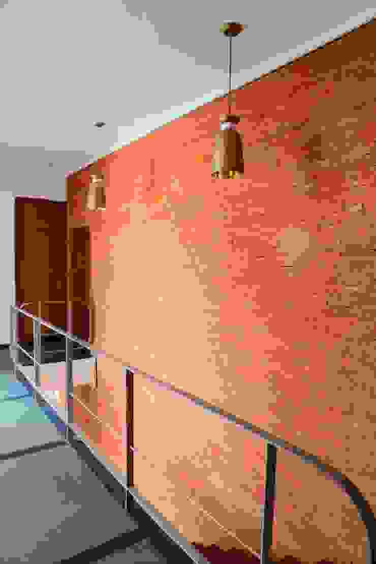 Shah Residence Modern corridor, hallway & stairs by STUDIO MOTLEY Modern