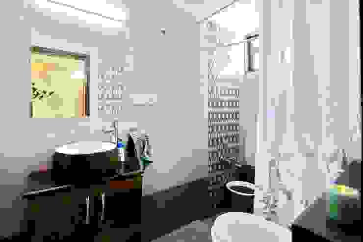 Shah Parivar Bungalow Modern bathroom by ZEAL Arch Designs Modern