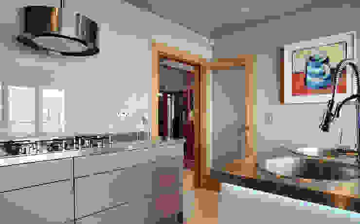 Glass Splashbacks Modern kitchen by ADORNAS KITCHENS Modern Wood Wood effect