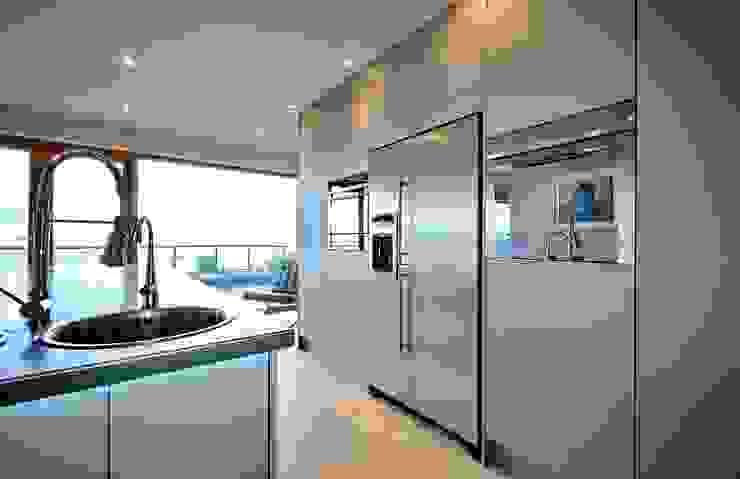 A Modern Kitchen by the Sea Modern kitchen by ADORNAS KITCHENS Modern Wood Wood effect