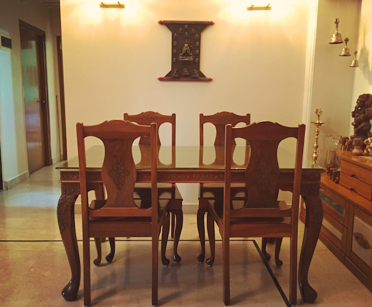 Dining room. Eclectic style dining room by Design Kkarma (India) Eclectic