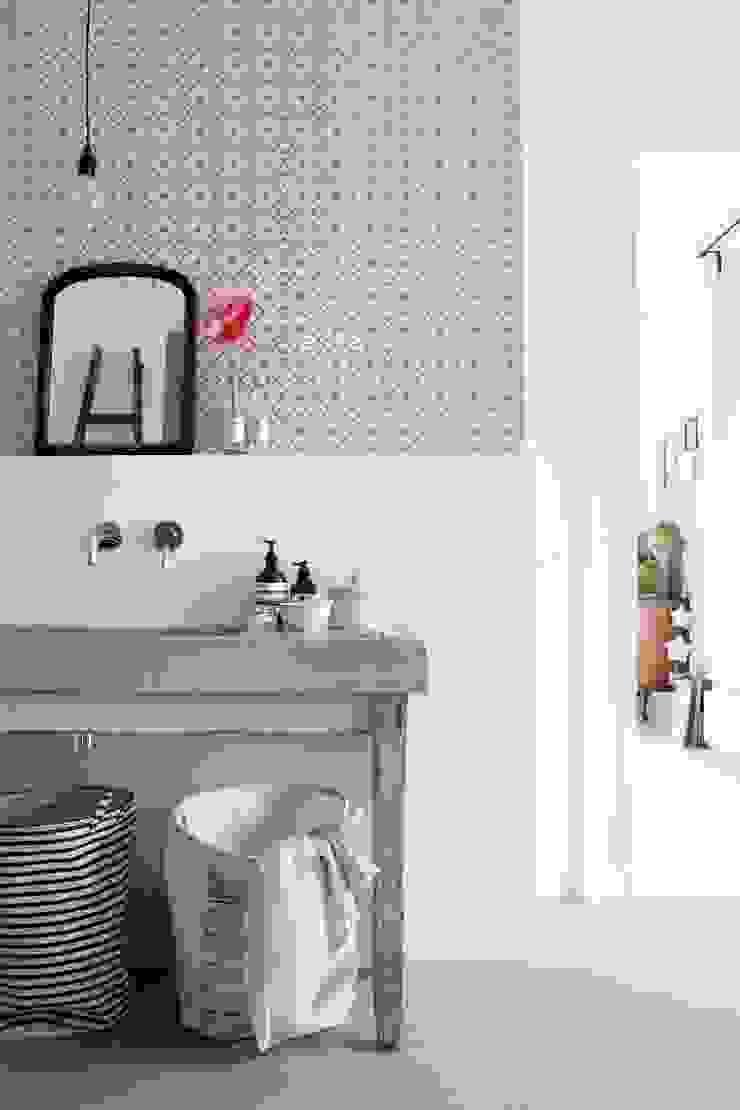 krijtverf vliesbehang ruit perzik roze en glanzend koper: modern  door ESTAhome.nl, Modern