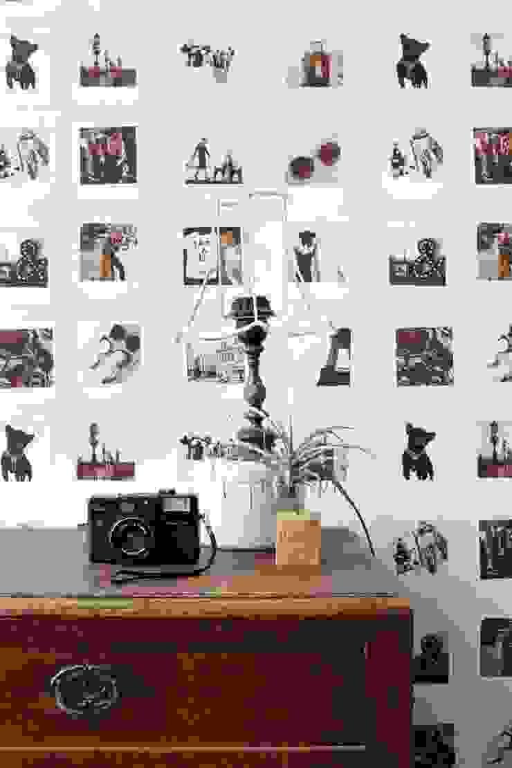 vliesbehang polaroid foto's sepia bruin en licht beige van ESTAhome.nl Eclectisch