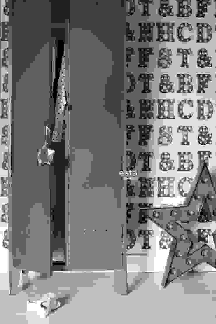 vliesbehang houten licht letters zwart en wit van ESTAhome.nl Industrieel