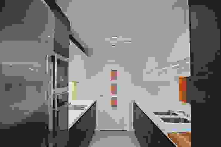現代廚房設計點子、靈感&圖片 根據 Cocinahogar Estudio 現代風