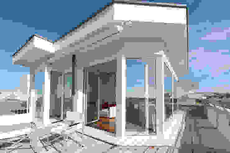 Appartamento Privato Balcone, Veranda & Terrazza in stile moderno di Officina29_ARCHITETTI Moderno