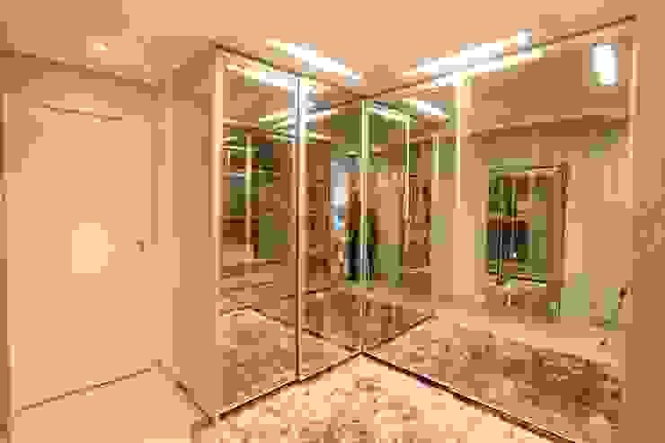 Moderne kleedkamers van Daniel Di Rezende Bernardes Arquitetura Modern