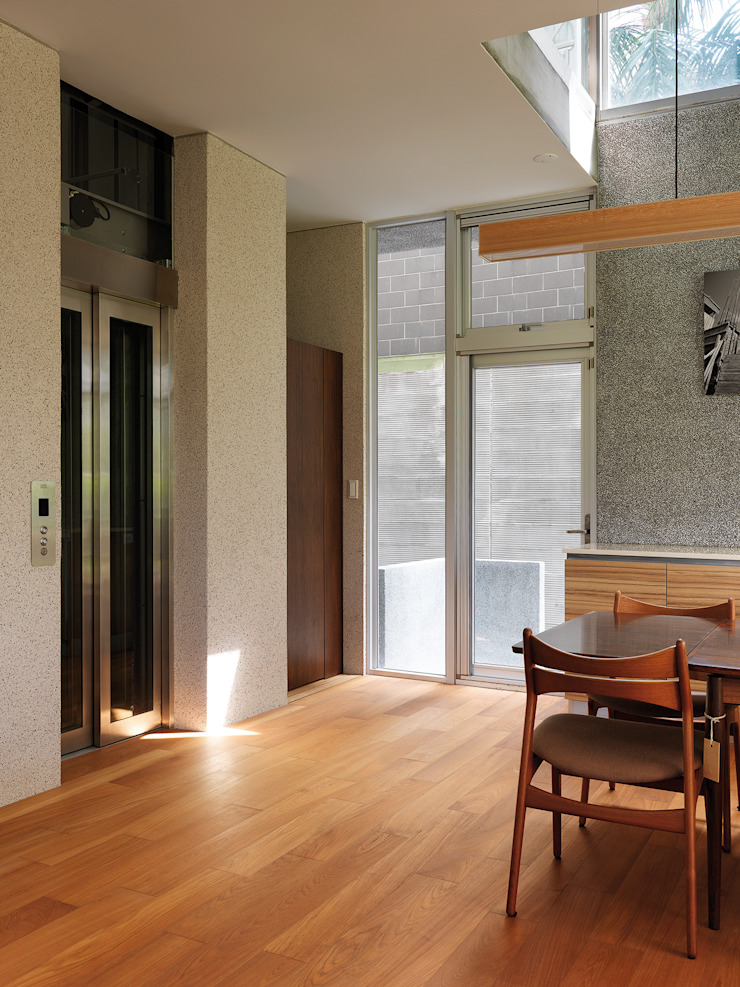 Modern Corridor, Hallway and Staircase by 前置建築 Preposition Architecture Modern