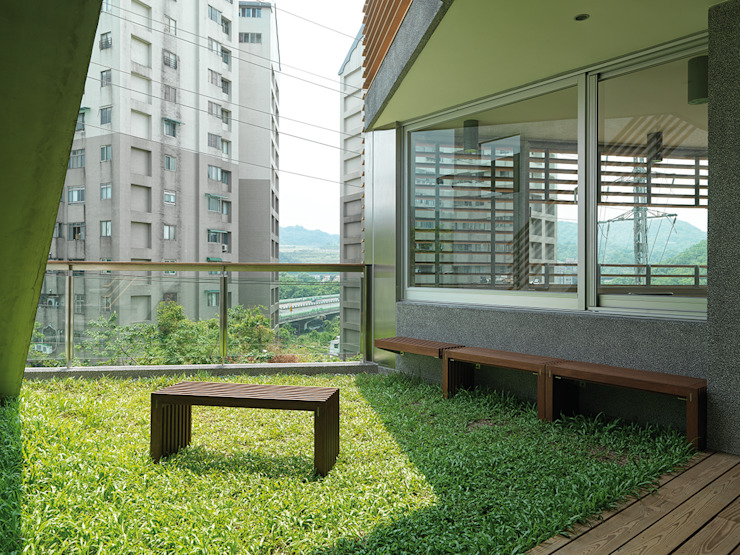 Modern Terrace by 前置建築 Preposition Architecture Modern