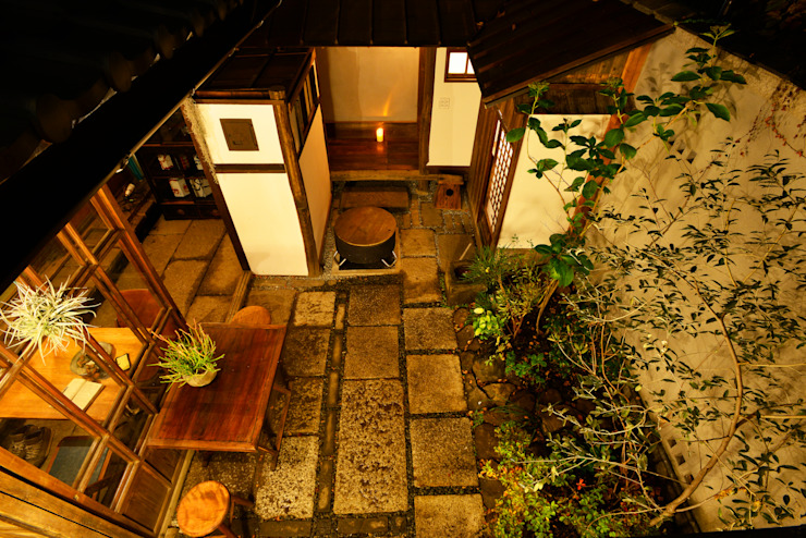 Eclectic style garden by 株式会社SHOEI Eclectic