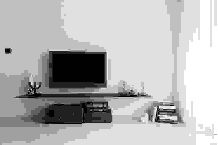 皓慕.Home Home Amore: 斯堪的納維亞  by 理絲室內設計有限公司 Ris Interior Design Co., Ltd., 北歐風