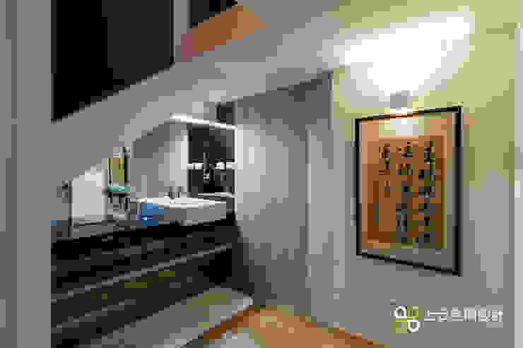 優雅淨白 徜徉自在居 現代浴室設計點子、靈感&圖片 根據 上云空間設計 現代風