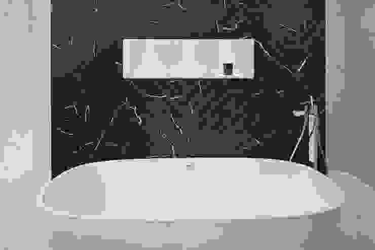 Black and White Bathroom Minimalist bathroom by Jigsaw Interior Architecture Minimalist Marble