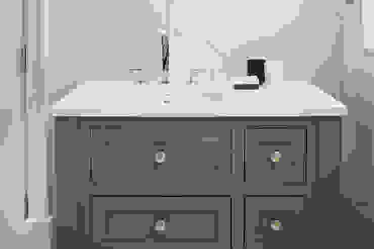 White,Grey and Black Bathroom Minimalist bathroom by Jigsaw Interior Architecture Minimalist Wood Wood effect