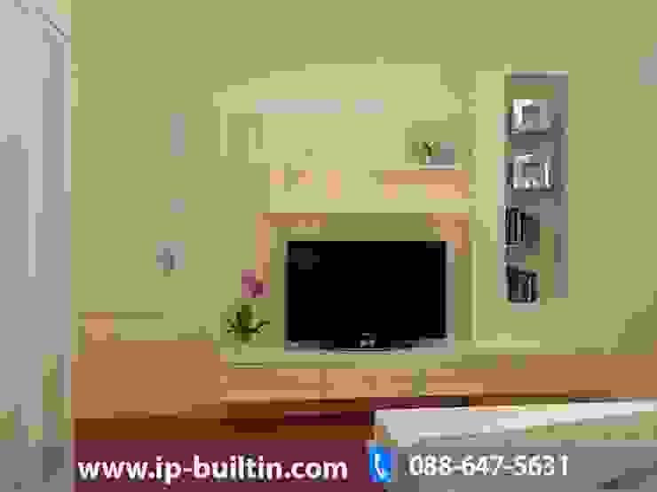 ตกแต่งภายใน บ้าน มัณฑณา ห้องนอน มุมทีวี โดย IP BUILT IN