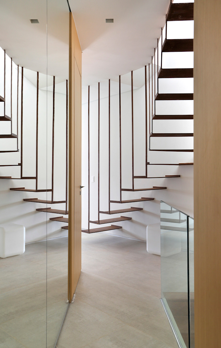 House in Rio Modern corridor, hallway & stairs