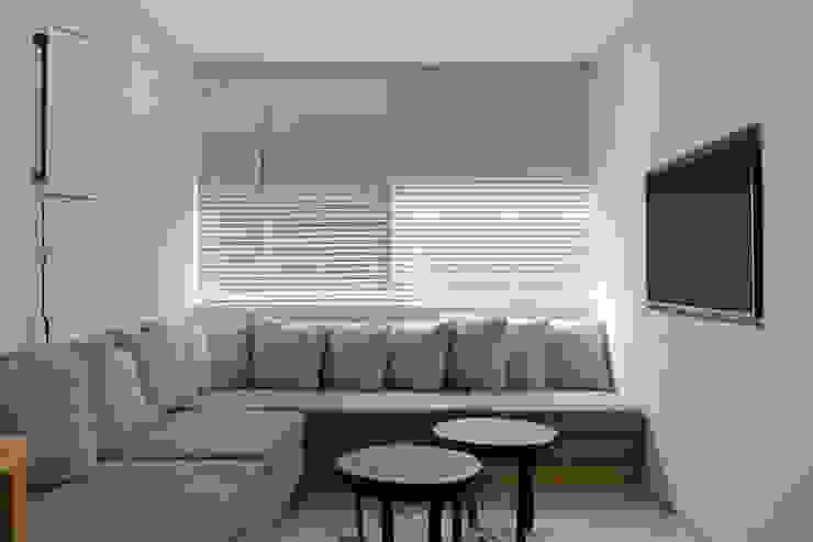 Sala de tv Salas multimídia modernas por House in Rio Moderno