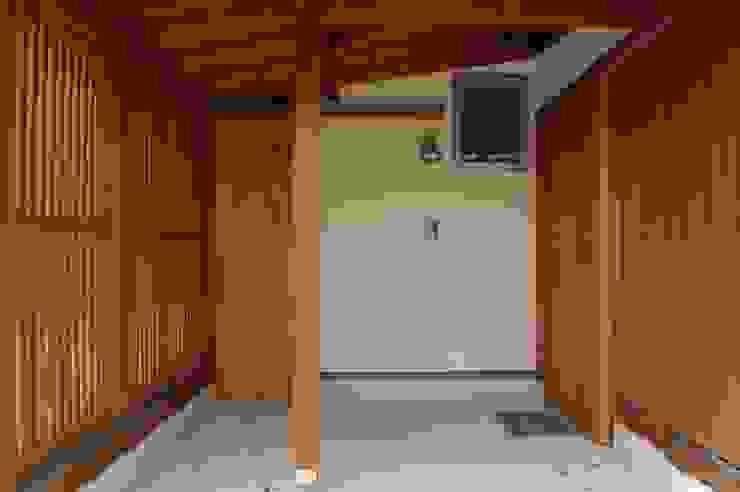田村建築設計工房 Corredores, halls e escadas asiáticos