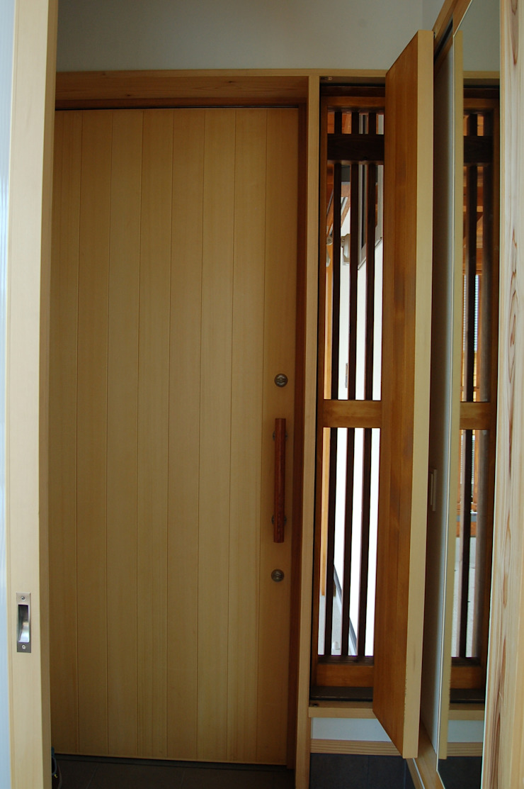 Pasillos, hall y escaleras asiáticos de 田村建築設計工房 Asiático