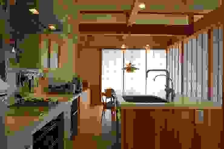 Cocinas de estilo asiático de 田村建築設計工房 Asiático
