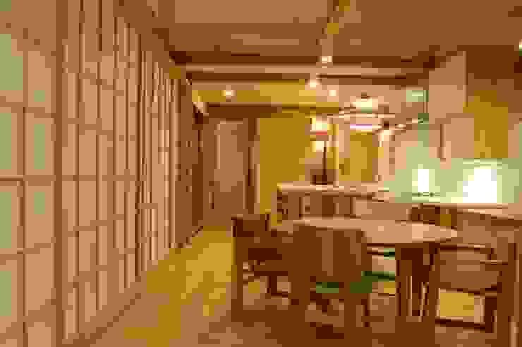 Comedores de estilo asiático de 田村建築設計工房 Asiático