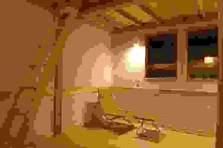 Phòng trẻ em phong cách châu Á bởi 田村建築設計工房 Châu Á