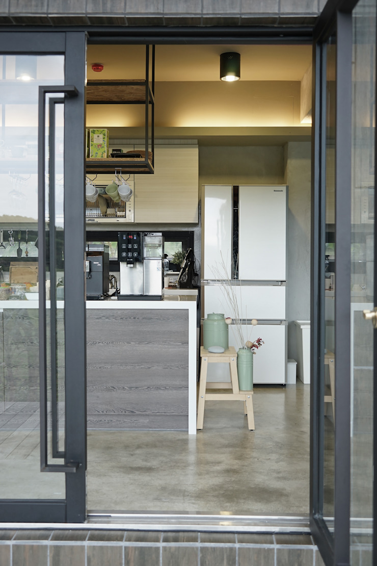 三野高台 現代廚房設計點子、靈感&圖片 根據 築里館空間設計 現代風