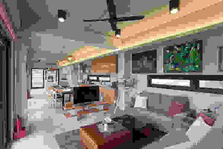 三野高台 现代客厅設計點子、靈感 & 圖片 根據 築里館空間設計 現代風