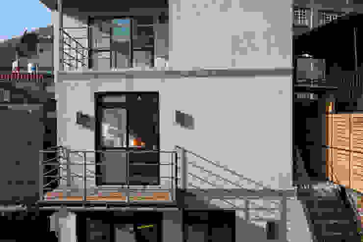 九份M宅 現代房屋設計點子、靈感 & 圖片 根據 築里館空間設計 現代風