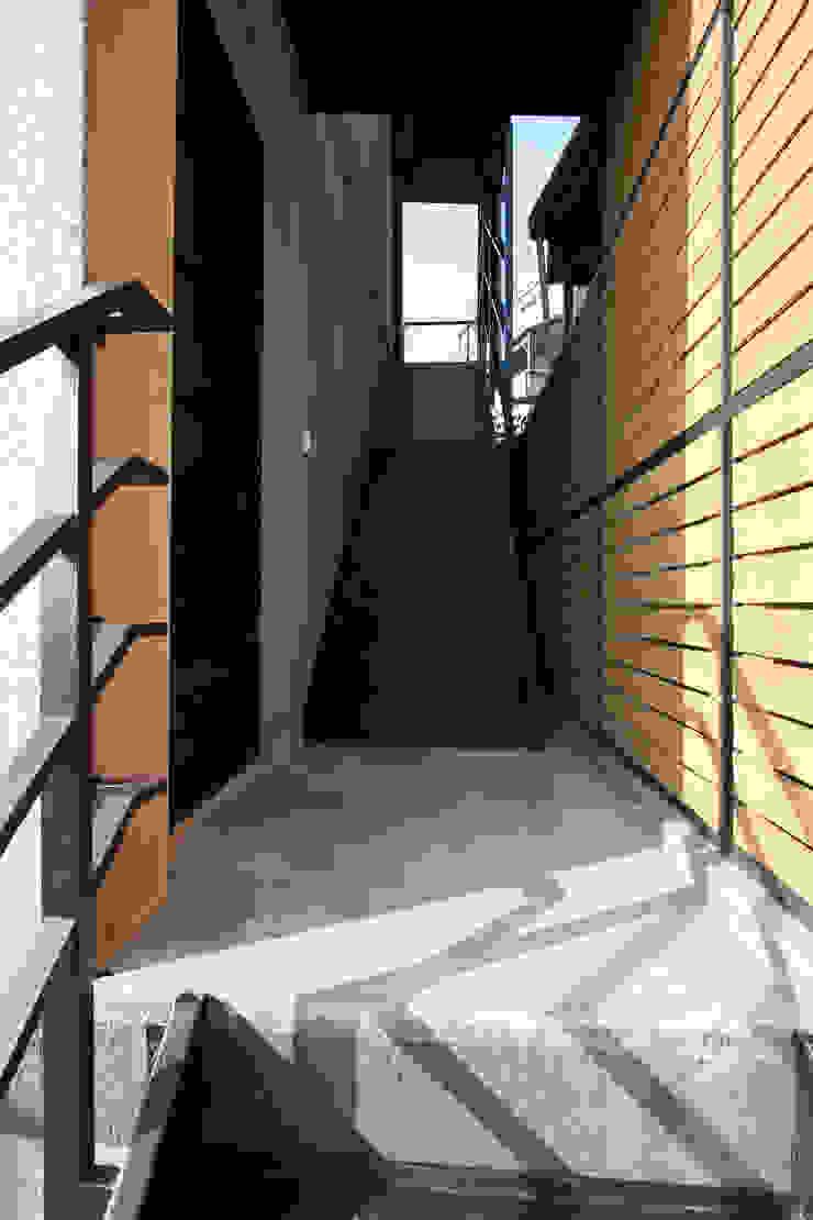 九份M宅 現代風玄關、走廊與階梯 根據 築里館空間設計 現代風