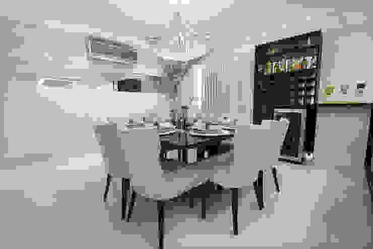 Sala de Jantar com espaço para adega Carolina Fontes Arquitetura Salas de jantar modernas
